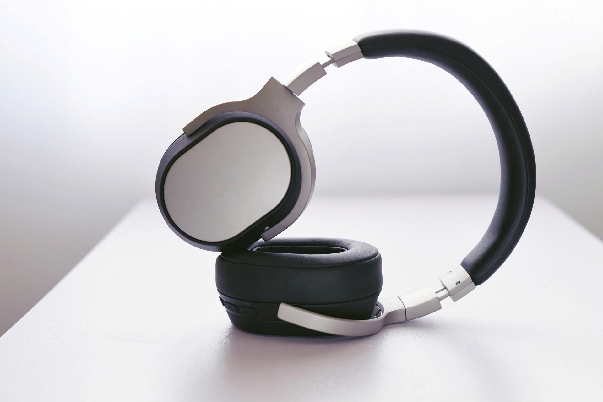 Surface�^戴�o�降噪耳�C2�l布:�m航更�L 音�|更好